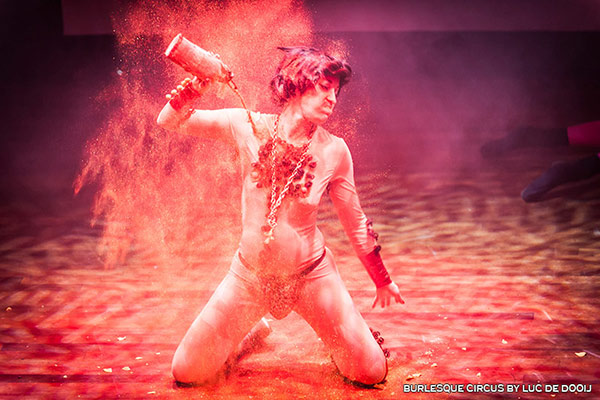 burlesqueshow at the International Burlesque Circus - the Exotic Sensations edition
