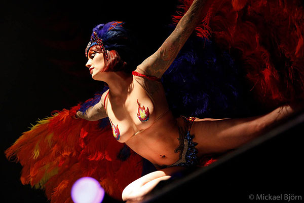 burlesquehow by Diva Desaser at the Los Muertos Halloween edition of the International Burlesque Circus