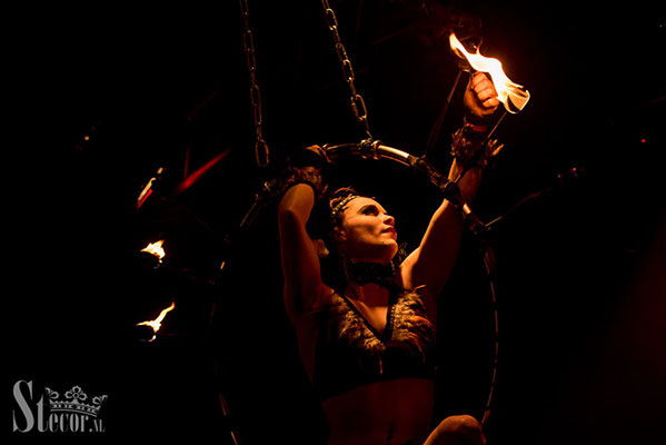 fire hoop perormance by Marlene Kiepke at the Los Muertos Halloween edition of the International Burlesque Circus