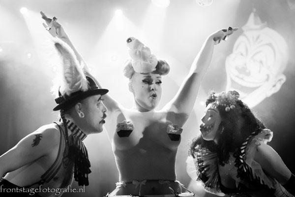 burlesqueshow with birthday candles by Golden Treasure at the International Burlesque Circus