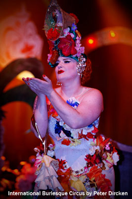 Golden Treasure with flower Tiki burlesqueshow at the Burlesque Circus
